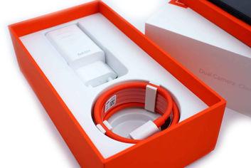 Die Verpackung des OnePlus 5