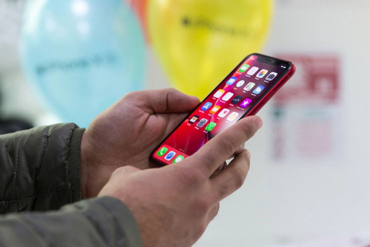 Smartphones that lose the least value - which manufacturer was on the podium?
