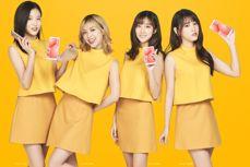 Charming hostesses present Xiaomi Redmi 5 i Xiaomi Redmi 5 Plus