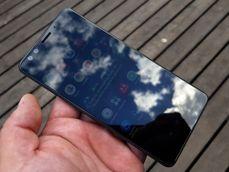 HTC U12+.