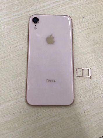 Mock-ups of iPhone 9
