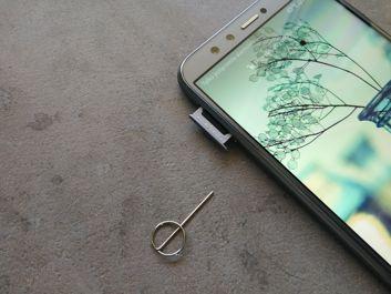 Bandeja para las tarjetas SIM/microSD