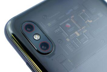 Red accents in Xiaomi Mi 8 Pro