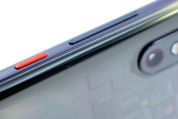 Red accenst ins Xiaomi Mi 8 Pro
