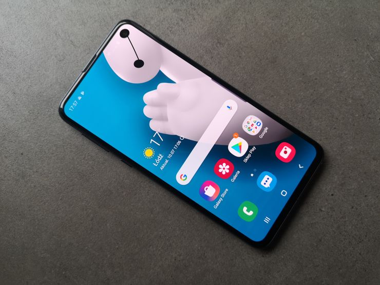 Samsung Galaxy S10e is a small, solid and an attractive device