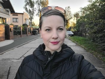 Sample selfies (with standard and wide-angle lenses)
